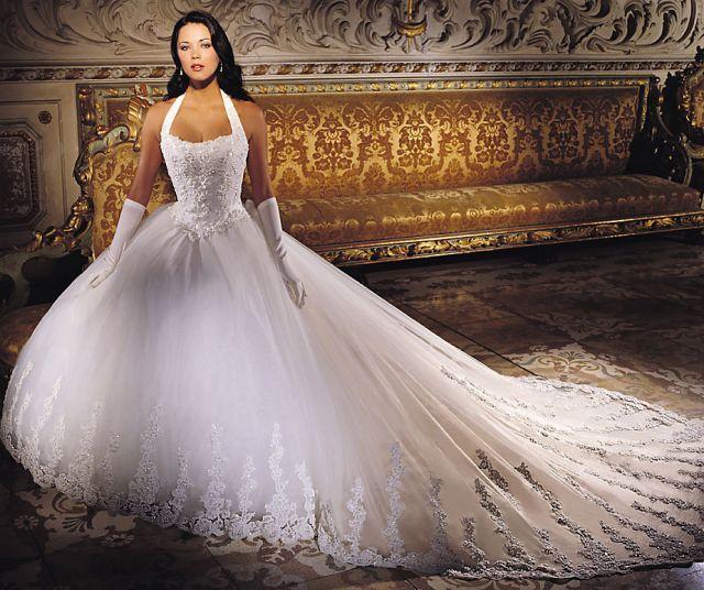 Пройдитесь по салонам и посмотрите, где можно купить свадебное платье в Тюмени! А некоторые из них также предлагают выбрать